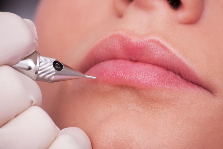 Découvrez la technique du voilage au sein de l'Institut Marinel Paris. Une technique de maquillage permanent qui permet d'avoir un effet nude sur les lèvres.