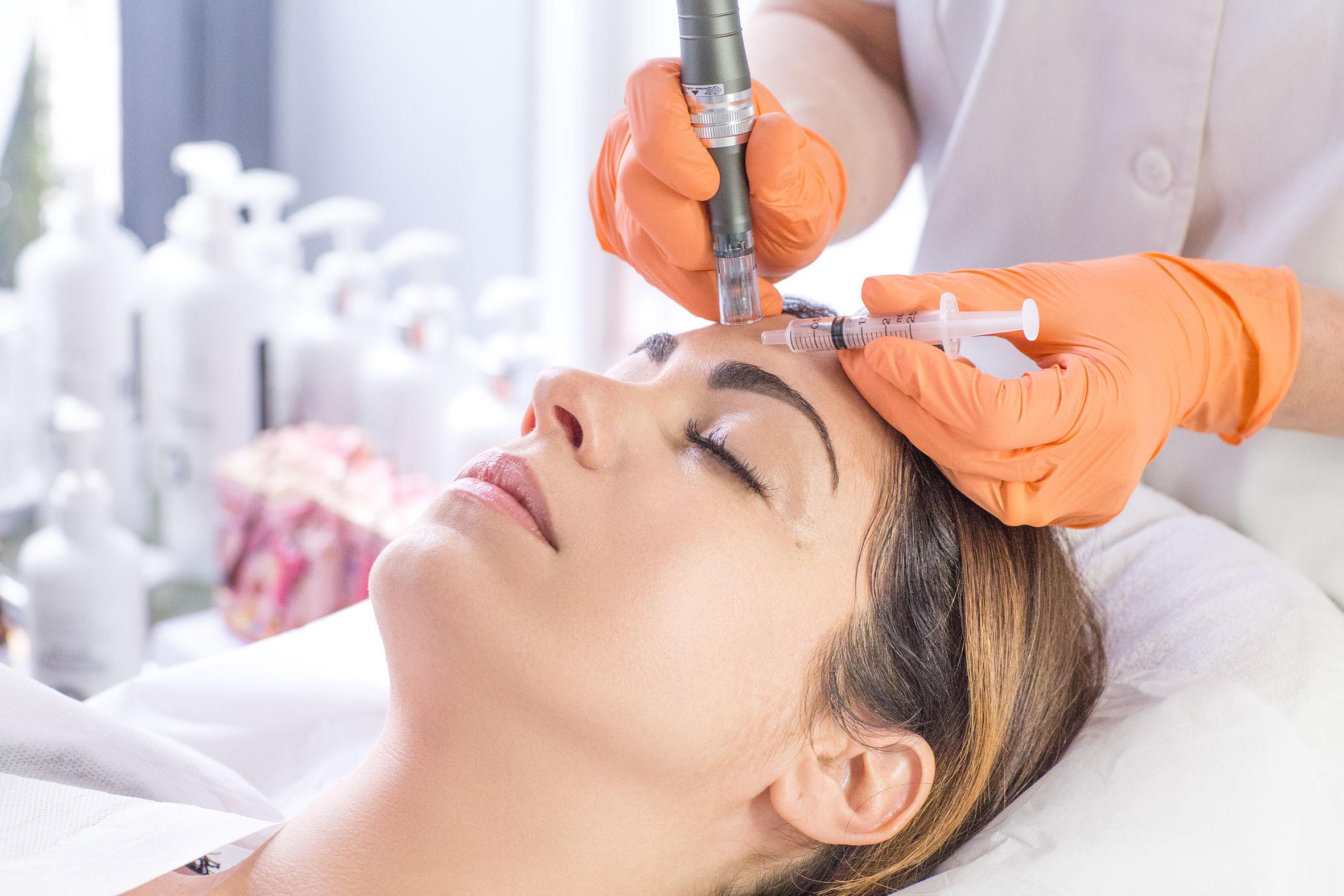 Découvrez le microneedling grâce à Marinela Popescu, fondatrice de l'Institut Marinel situé à Paris et experte en beauté globale de la peau.