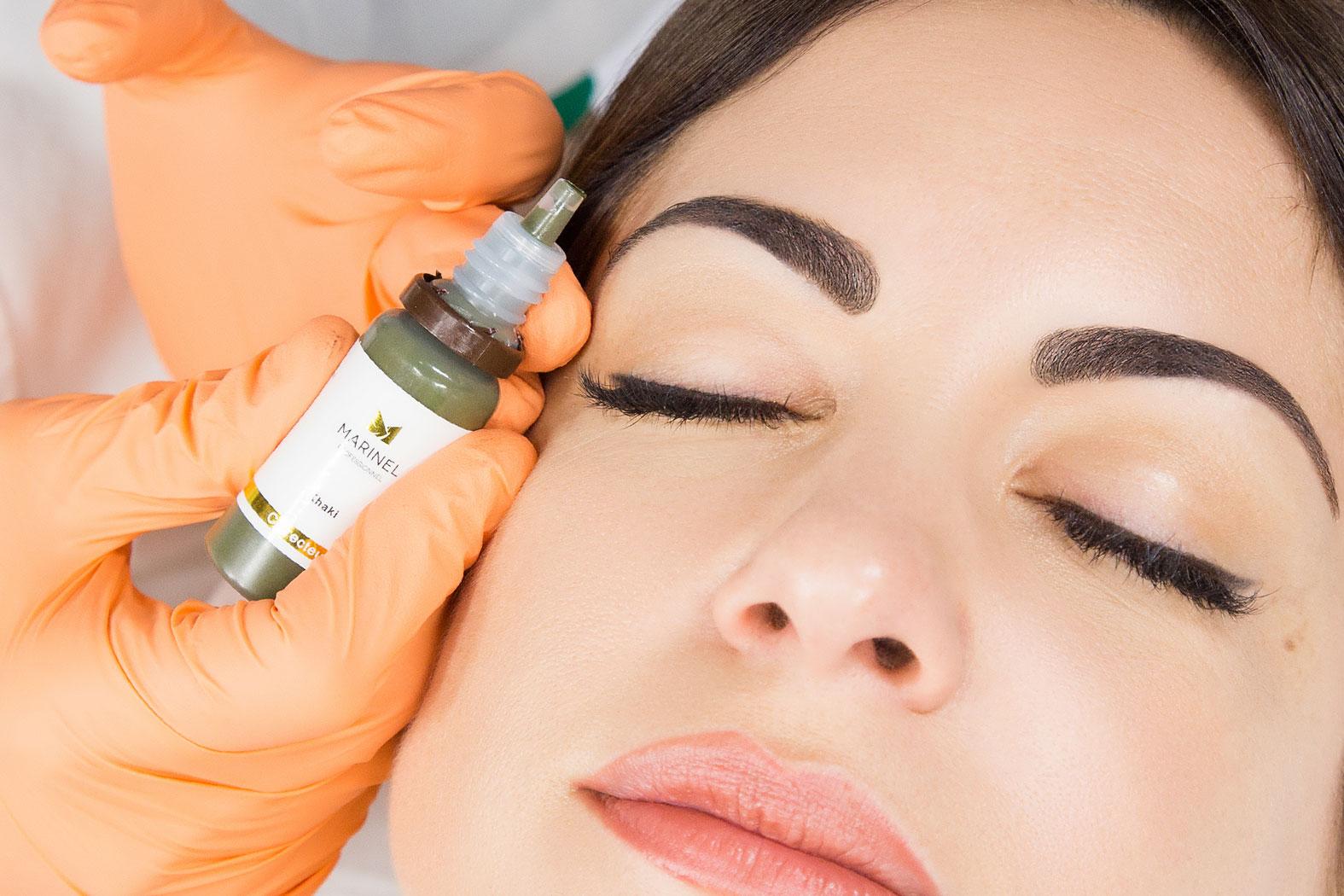Découvrez la désoxydation des sourcils grâce à Marinela Popescu, fondatrice de l'Institut Marinel situé à Paris et experte en beauté globale de la peau.